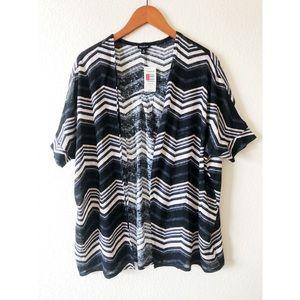 Torrid chevron print short sleeve kimono size 0